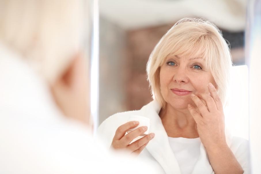 femme-50-ans-routine-beauté